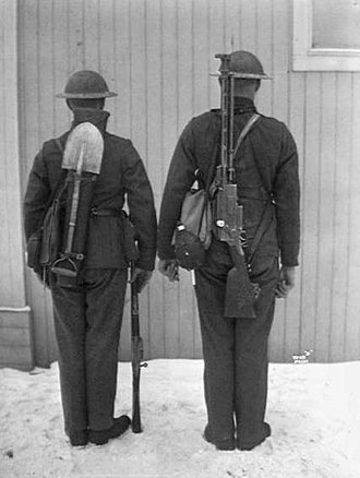 Madsen machine gun - Norwegian soldiers in 1928, one carrying a Madsen machine gun.