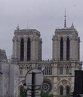 Notre Dame de Paris view from the coach (11th July 2009).jpg
