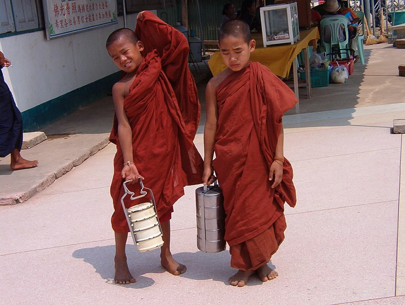 Bestand:Novice monks.jpg