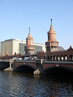 Unknown (2011 film) - Oberbaumbrücke, from which the taxi plunges into the river