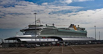 Port of Southampton - Image: Ocean Terminal with Azura alongside