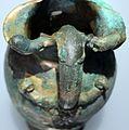 Oinochoe con manico configurato a leoni e arieti, 450-400 ac ca., da rutigliano, bari (taranto, depositi della soprintendenza archeologica) 05.jpg