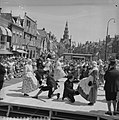 Optreden op iedere donderdag van de Bolswarder Skotsploeg voor toeristen te Bols, Bestanddeelnr 910-4696.jpg