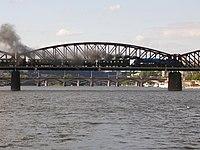 Parní vlak na vyšehradském mostě.jpg