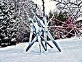 Pedro Meier Skulpturen im Schnee – 1. Eisen verzinkt – 2. Mikado in ROT aus Holz, 2014. Skulpturengarten, Atelier Gerhard Meier-Weg, Niederbipp. Foto © Pedro Meier Multimedia Artist.jpg