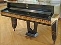 Piano décoré par J.M. Olbrich (Musée de la colonie dartistes, Darmstadt) (7930267148).jpg