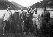Enzo Ferrari, primo a sinistra, in compagnia di Prospero Gianferrari, Tazio Nuvolari e Achille Varzi, piloti Alfa Romeo (1930 circa)