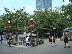 Jussieu (Paris Métro) - Image: Place Jussieu 2
