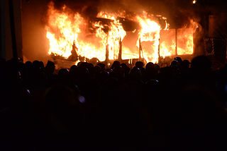 Police bus set on fire by rotesters. Euromaidan Protests. Events of Jan 19, 2014.jpg