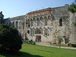 Porta aurea, northern gate of Diocletian's Palace, Split.jpg