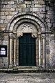 Portal oeste da igrexa de San Salvador de Bergondo.jpg