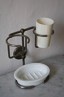 Porte gobelet wikip dia for Salle de bain wikipedia