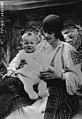 Princesse Hélène et son fils.jpg
