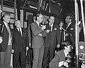 Prins Bernhard bezoekt Filmmaatschappij Geesink, Bestanddeelnr 913-4860.jpg