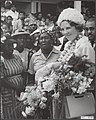 Prinses Beatrix in Suriname. In Nickerie wordt prinses Beatrix een zanghulde ge…, Bestanddeelnr 017-0742.jpg