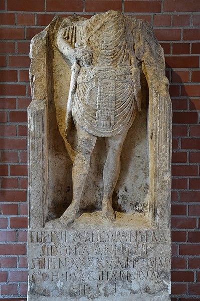 Plik:Römerhalle, Bad Kreuznach - Tiberius Iulius Abdes Pantera tombstone.JPG