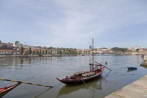 Rabelos en el río Duero, Oporto, Portugal, 2012-05-09, DD 01.JPG