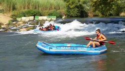 קובץ:Rafting on the Jordan river near the Shvil Ami trail promenade.webm