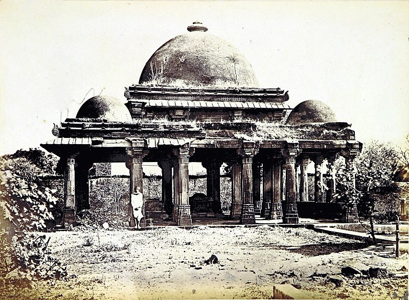 Rani Rupamati Mosque Tomb Ahmedabad 1866. Credit: Flickr/Wikimedia Commons