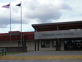 Redmond High School (Redmond, Oregon).jpg