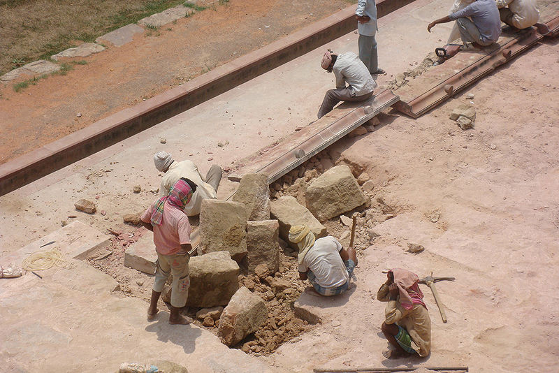 പ്രമാണം:Repair work of the main platform, Humayun's Tomb, Delhi.jpg