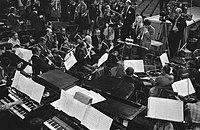 Repetities. Orkest met Mary Hopkin en Engelse dirigent Johnny Arthey, Bestanddeelnr 923-3652.jpg