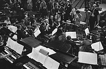 Repetities. Orkest met Mary Hopkin en Engelse dirigent Johnny Arthey, Bestanddeelnr 923-3652.jpg