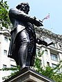 Robert Raikes Statue - geograph.org.uk - 464747.jpg