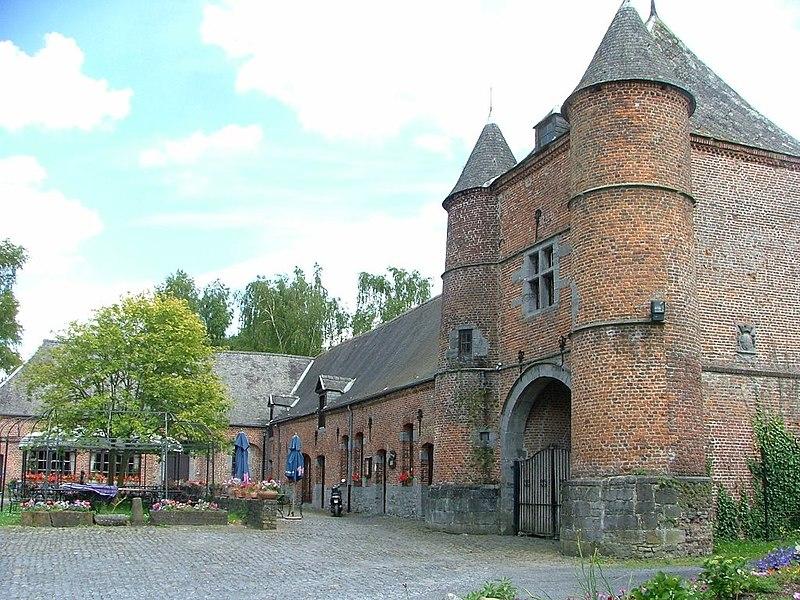 Le château (XVI-XVIIIe siècles) Roisin (Belgique).