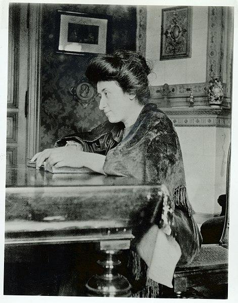 File:Rosa Lux Berlin 1907.jpg