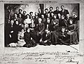 Russischer Photograph um 1900 - Die erste Schauspielerbesetzung des Moskauer Künstlertheaters, versehen mit ihren Autogrammen, Moskau (Zeno Fotografie).jpg