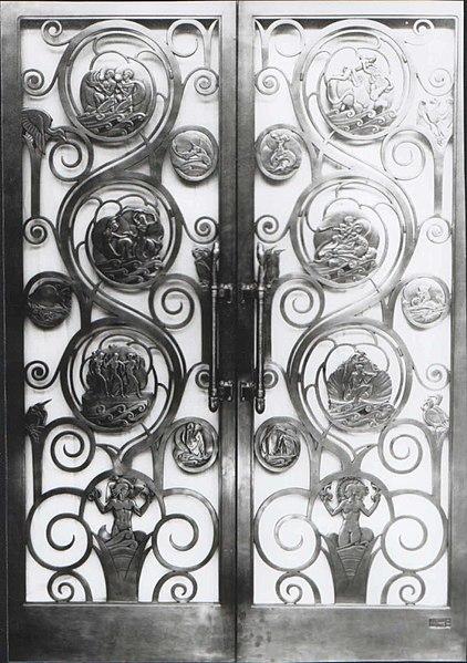 File:SS Queen Mary. Long Beach California. First Class Restaurant Doors. 1934.jpg