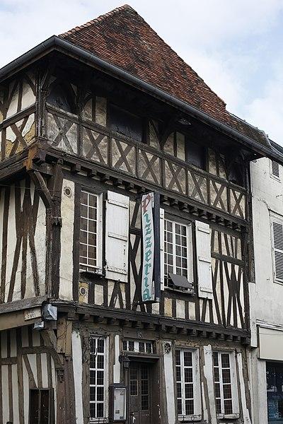 Maison à pans de bois, 17 rue Émile Giros à Saint-Dizier.
