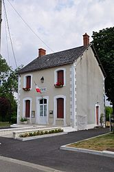 The town hall in Saint-Lactencin