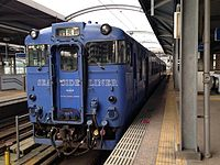 Seaside Liner before departure in Sasebo Station.JPG