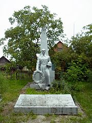 Shatsk Volynska-brotherly grave of soviet warriors-general view-1.jpg