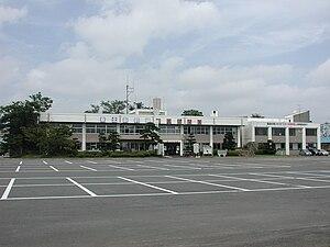 七戸町役場本庁舎(2009年(平成21年)8月撮影)