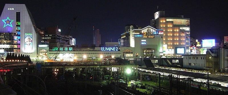 http://upload.wikimedia.org/wikipedia/commons/thumb/3/3c/Shinjuku-station-night.jpg/800px-Shinjuku-station-night.jpg