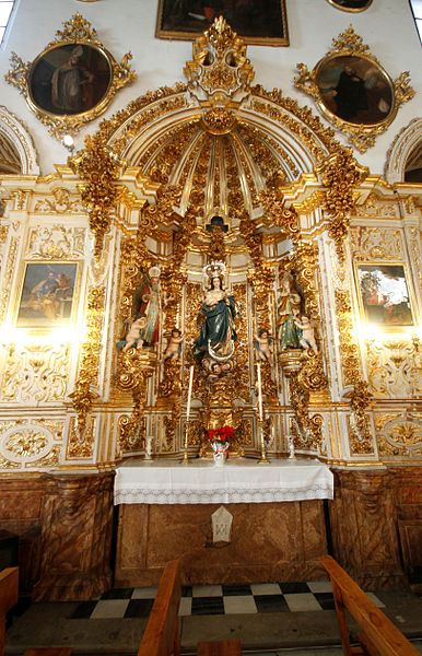 File:Side altar at the Church of San Gil y Santa Ana, Granada.JPG