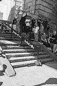 Simon Vasquez clava un lipslide en LES skatepark.jpg