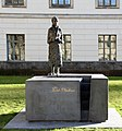Skulptur Unter den Linden 6 (Mitte) Lise Meitner.jpg