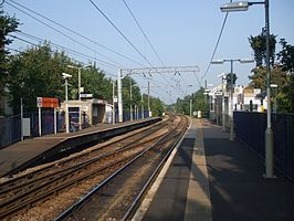 South Tottenham stn look east.JPG