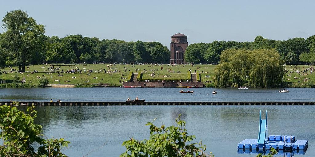 Stadtpark Hamburg- Winterhude.Festwiese (Hamburg Sehenswürdigkeiten)