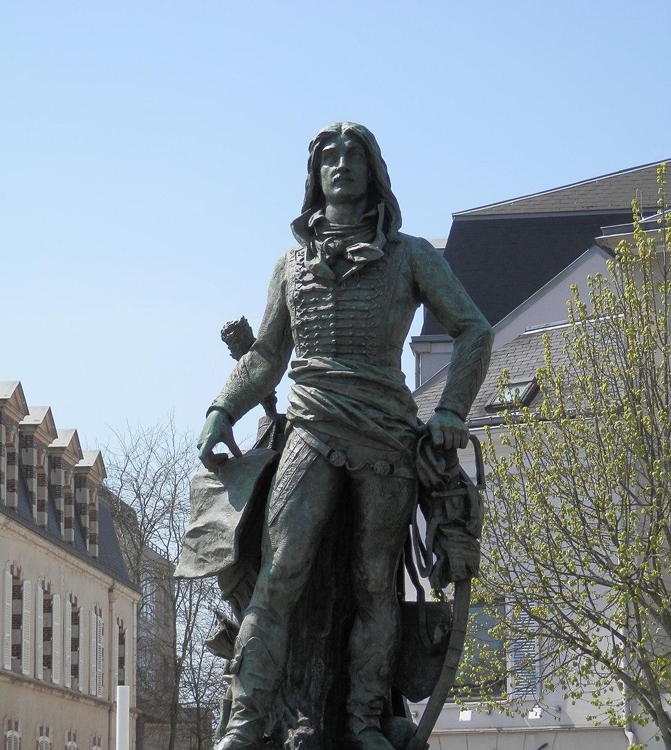 Statue de Marceau à Chartres