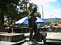 Statue in Los Teques.jpg