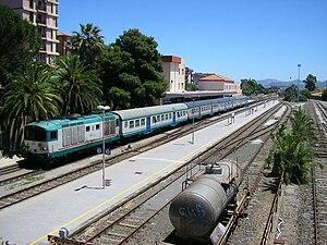 English: A Trenitalia train powered by a Diese...