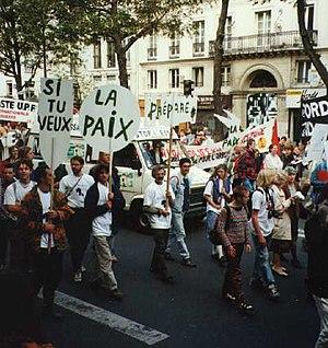 Public sphere - Image: Stop Essais Manif