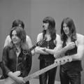 Suzi Quatro - TopPop 1973 4.png