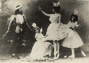 Swan Lake - Adelaide Giuri as Odette and Mikhail Mordkin as Prince Siegfried in Aleksandr Gorsky's staging of the Petipa/Ivanov Swan Lake for the Bolshoi Theatre, Moscow, 1901. A young Vera Karalli is seen kneeling.