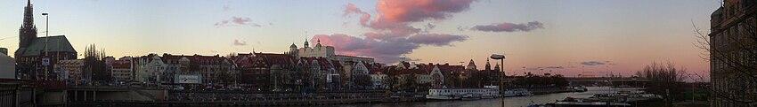 Polski: Panorama Szczecina z Mostu Długiego, widok w kierunku północnym